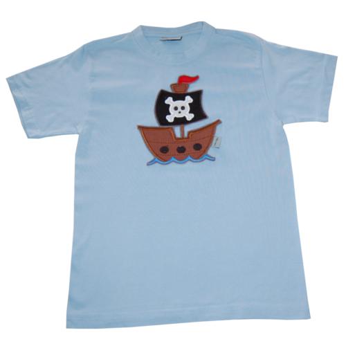 T-Shirt mit Piratenschiff in hellblau von Lieblingsstücke 4330