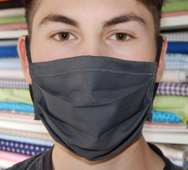 Behelfsmasken aus Baumwollstoff in grau